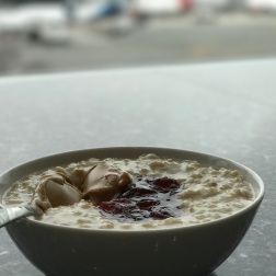 Delta Skyclub peanut butter and jelly porridge